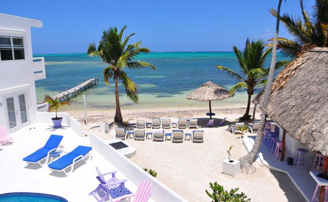 Pantai Belize terlihat dari salah satu sudut hotel (doc. Suci Landon)